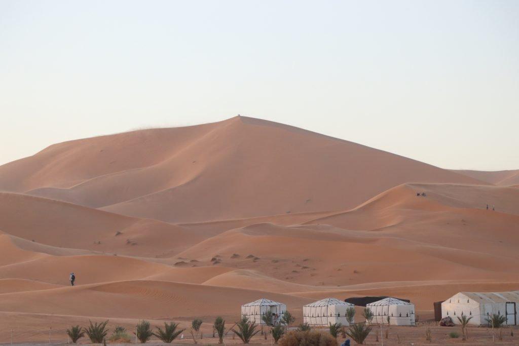 Camps Sahara desert