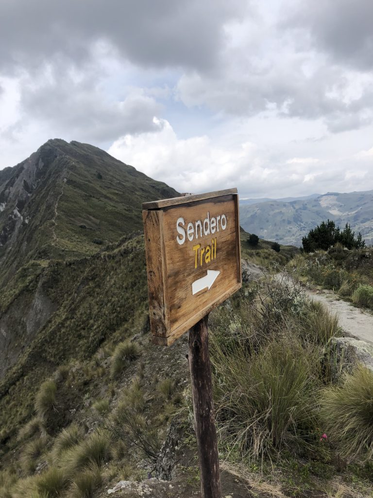 quilotoa crater hike